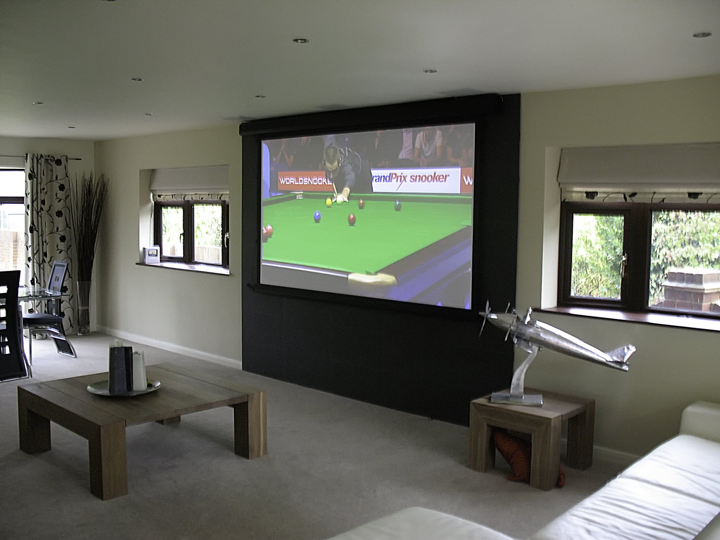 10608-m-tensioned-projection-screen-in-home-cinema